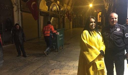 Kapalıçarşı'kalabalık istemeyen' Bülent Ersoy için açıldı