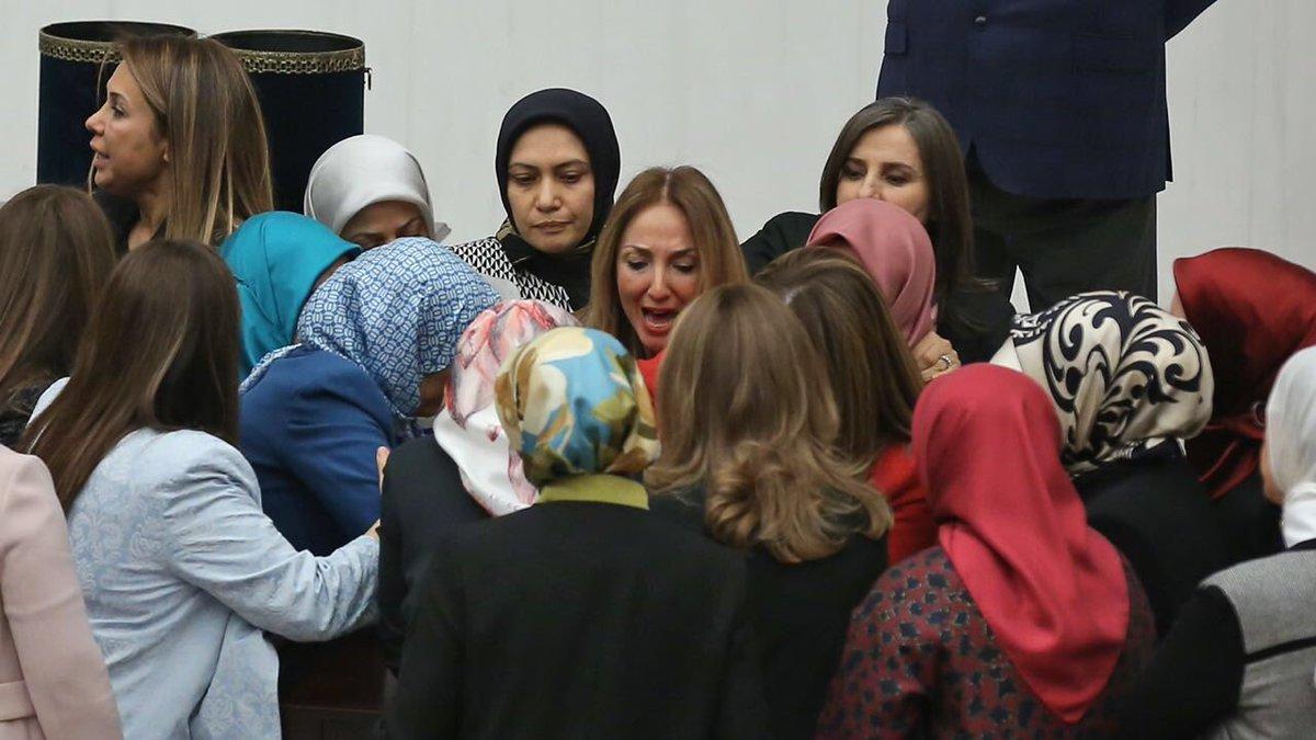 VİDEO | Aylin Nazlıaka'nın kelepçe eylemine AKP'li kadın vekiller saldırdı: İşte o anlar...