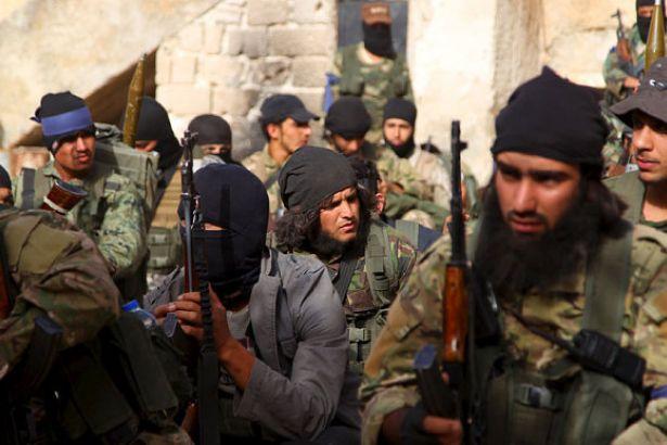 İdlib'te cihatçılar birbirine saldırmaya başladı
