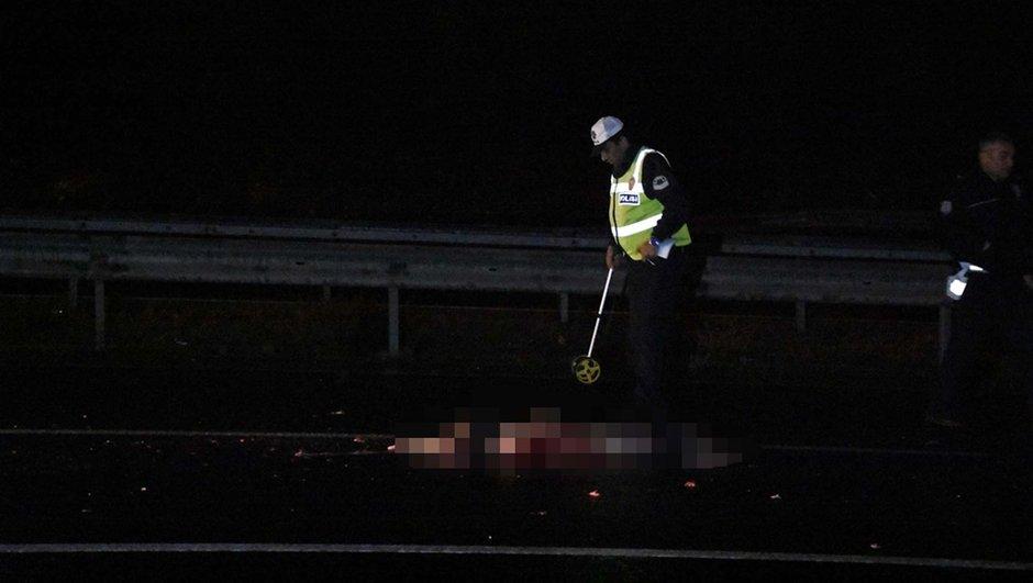 İzmir'de akıl almaz olay: Hayatını kaybeden kadının cansız bedeni üzerinden çok sayıda araç geçti!