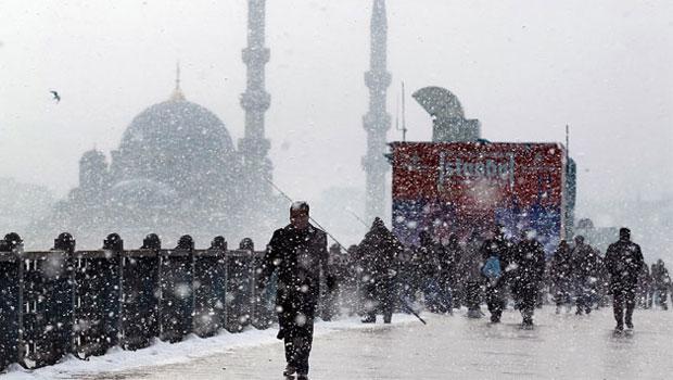 Meteoroloji İstanbul'daki kar yağışı için saat verdi