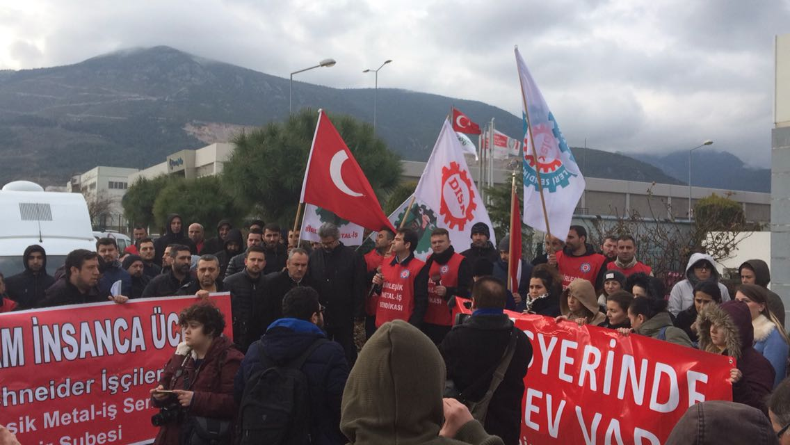 İşçiler İzmir ve Manisa'da grevde: Anlaşma olmazsa üretim yaptırmayız!