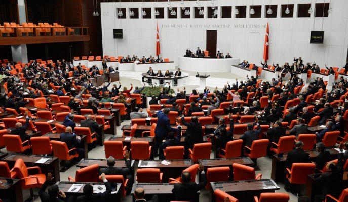 Başkanlık Anayasası teklifinin 9 ve 10. maddeleri Meclis'te kabul edildi