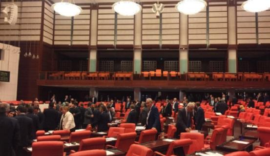 AKP'den Meclis'te inanılmaz sahtekarlık: Olmayan vekiller için sahte pusula verdiler