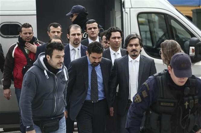 Yunan mahkemesinden darbeci askerlerle ilgili karar çıktı