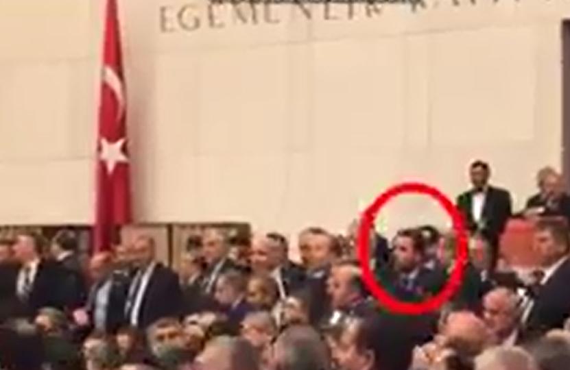 VİDEO |  Yumruk yiyen AKP Genel Başkan Yardımcısı saniyeler önce vekillere bardak fırlatmış