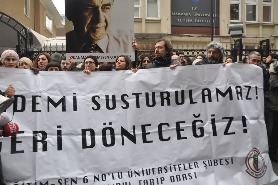 Marmara İletişim'de ihraç edilen akademisyenler uğurlandı: