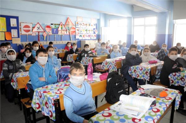 Çerkezköy'de kimyasal atık skandalı: Koku nedeniyle eğitim ancak böyle yapılıyor...