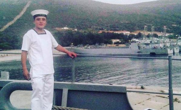 Askeri gemideki yangında zehirlenen er kurtarılamadı