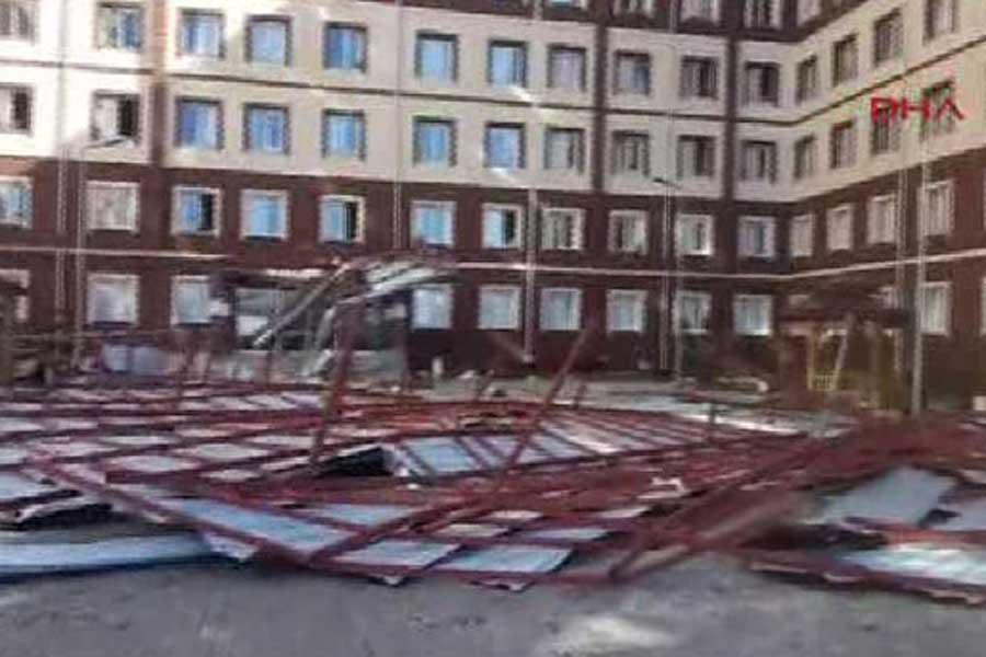 Siirt'te 2 bin öğrencinin kaldığı yurdun çatısı çöktü!