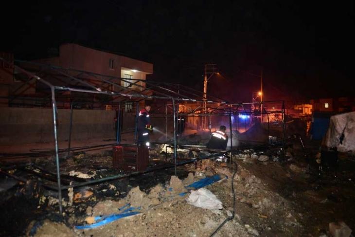 Adana'da Suriyelilere saldırı: Ateş edildi, çadırları yakıldı