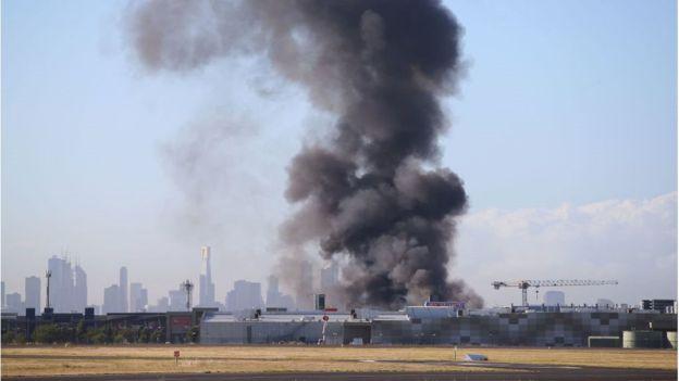 Avustralya'da AVM'ye uçak düştü: Kurtulan olmadı