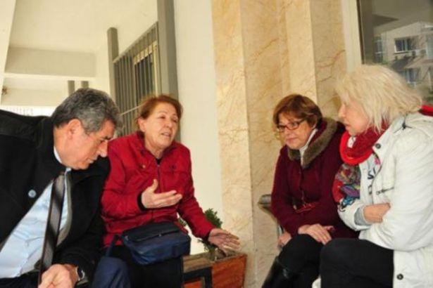 İzmir'de 'HAYIR' çalışması yapan CHP'li kadınlara saldırı