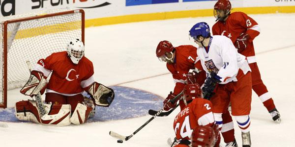 Buz hokeyinde Rusya'ya 42-0, Fransa'ya da 10-0 yenilen Türkiye veda etti