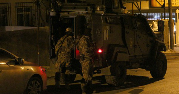 İstanbul'da birçok ilçede evlere DHKP-C baskını