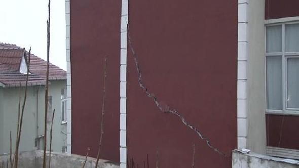 Üsküdar'da tünel inşaatı yakınındaki binalarda çatlaklar oluştu