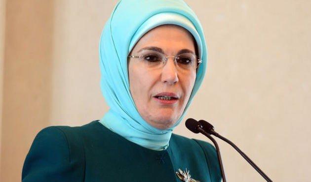 Emine Erdoğan: Ülkemde sezaryen oranlarını düşürmenin mücadelesini veriyorum