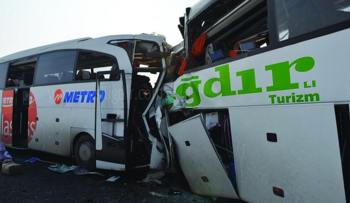 Yolcu otobüsleri kafa kafaya çarpıştı: Çok sayıda ölü ve yaralı var