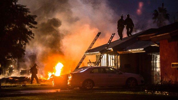 ABD'de evlerin üzerine uçak düştü: 4 ölü