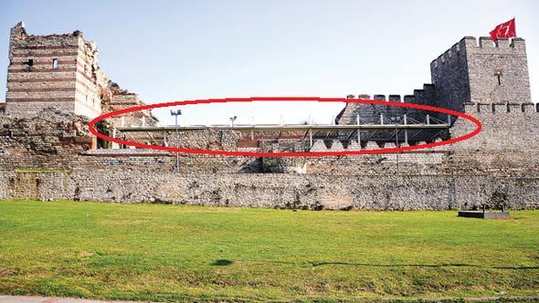 Fatih Belediyesi bin 600 yıllık surlara çatı monte etti