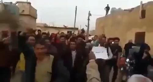 VİDEO | Cihatçıların kontrolündeki İdlib'de Esad'a destek eylemi: ABD destekli teröristleri istemiyoruz!