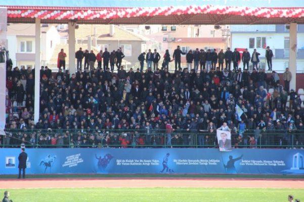18 Mart etkinliklerinde Çanakkale Belediye Başkanı Ülgür Gökhan yuhalandı!
