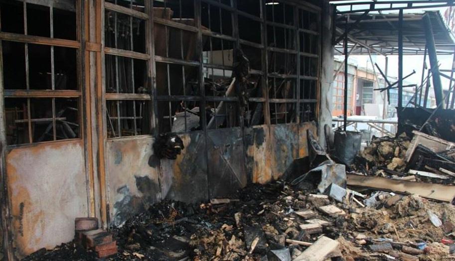 İşten atılan işçi, çalıştığı imalathaneyi ateşe verdi