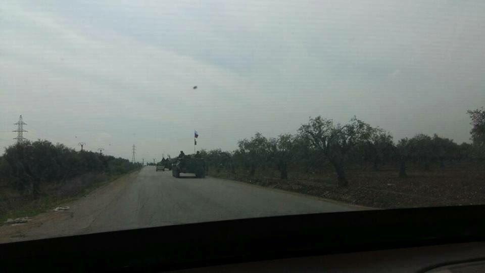 VİDEO | Rus askerleri Afrin'de zırhlı araçlarına Rusya ve YPG bayrakları astı