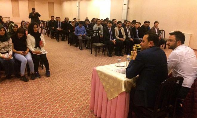 KYK'ya bağlı yurtta AKP'li gençlerle'Evet' propagandası