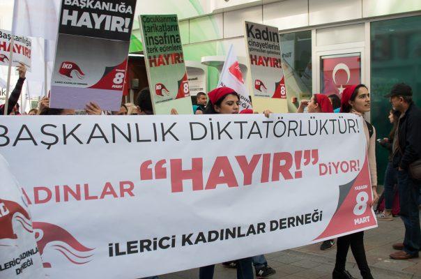 İlerici Kadınlar Derneği Kartal'da 8 Mart eylemi yaptı: Başkanlık diktatörlüktür