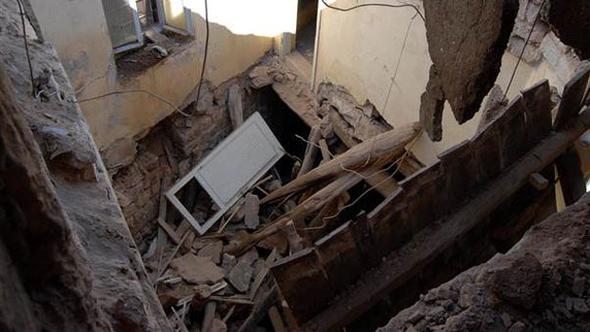Kayseri'de tadilat için girilen evde göçük: 1 inşaat işçisi hayatını kaybetti, 5 işçi yaralı