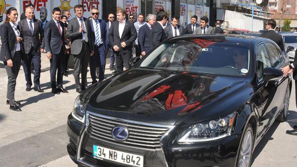 Bakan Zeybekci Almanya'ya'tepki' olarak 1.3 milyon TL'lik Japon marka araç kullanacak