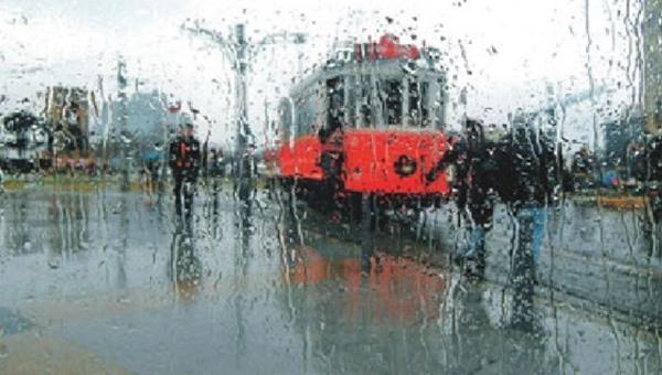 AKOM'dan İstanbul için yağış uyarısı: Araçlarınızla trafiğe çıkmayın