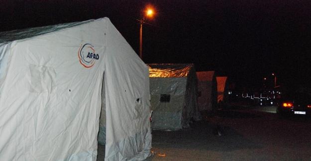Adıyaman depreminde 30 yaralı var: Halk geceyi çadırlarda geçirdi