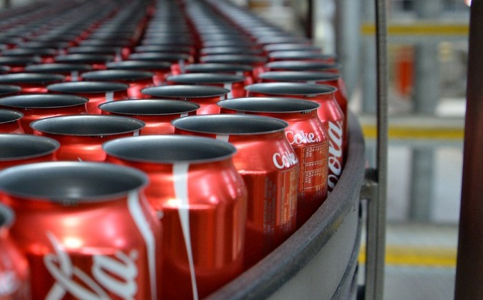 Coca Cola kutularından insan dışkısı çıktı!