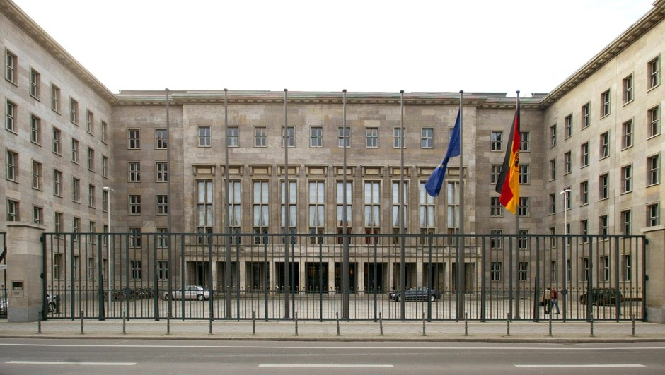 Almanya Maliye Bakanlığı'nda bomba alarmı