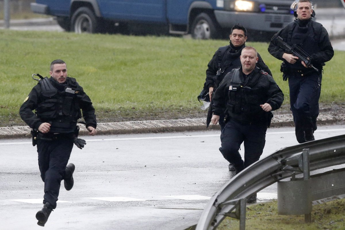 Fransa'da okula ateş açıldı: Yaralılar var