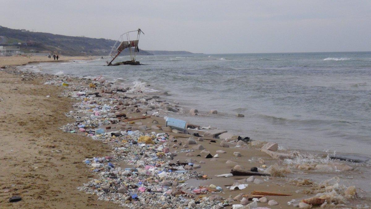 VİDEO | İstanbul'da korkunç görüntüler: Sahil boyunca inşaat molozları döküldü
