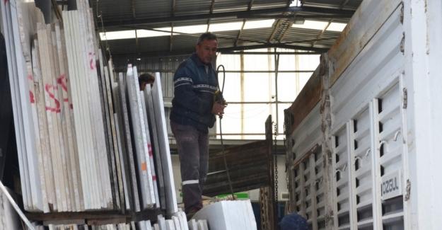 Soma'da iş cinayeti: Kamyon şöförü mermer blokların altında kalarak can verdi