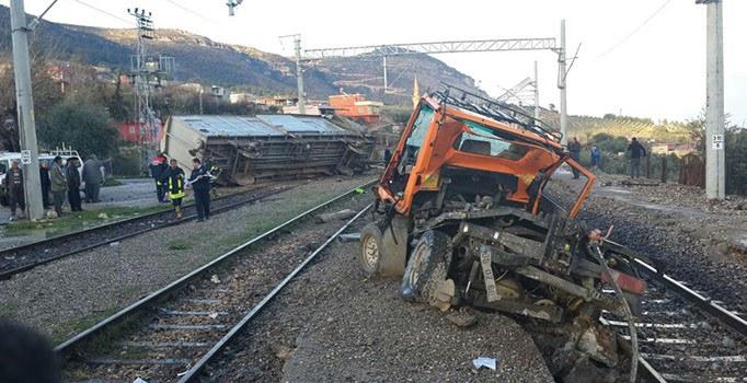 Demiryolu tamir makinesi devrildi: 3 işçi hayatını kaybetti