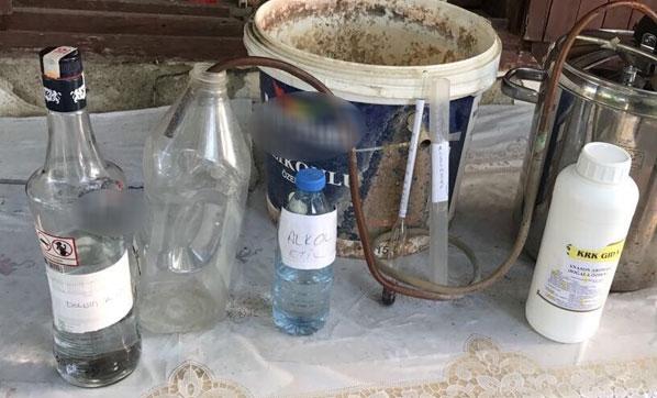 İzmir'de 3 kişi kaçak içkiden zehirlendi