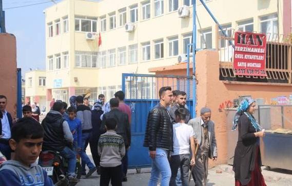 AKP'liler 100 lira karşılığında oy kullandırıyor!
