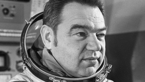 Sovyet kozmonot yaşamını yitirdi