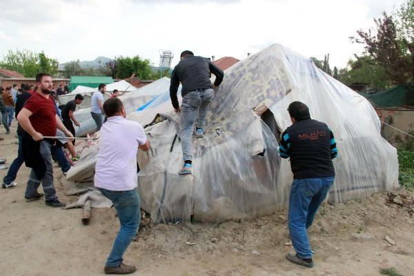 İzmir'de tehlikeli gerginlik: Suriyelilerin çadırları yıkıldı
