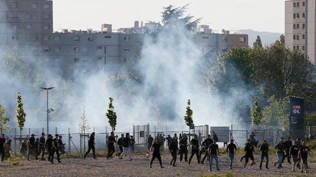 Fransa'da Lyon maçı öncesi Beşiktaş taraftarlarına polis saldırısı