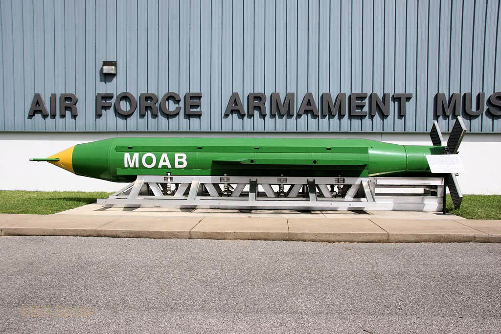 ABD Afganistan'ı elindeki en büyük bomba ile bombaladı