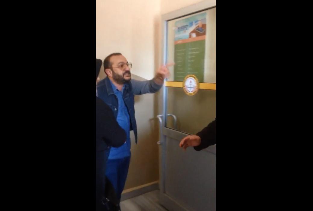 VİDEO | İstanbul İkitelli'de açık'Evet' oyu kullanan kişi kendisine itiraz edilince olay çıkardı!