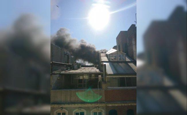 VİDEO | Beyoğlu'nda tarihi binada yangın