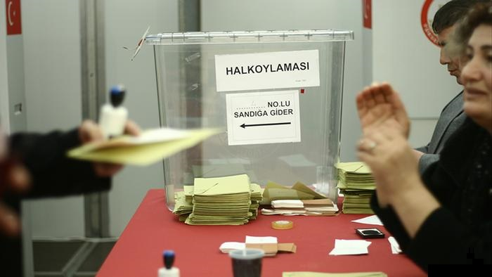 Frankfurt'ta referandum sandığında sahtekarlık ortaya çıktı. Oy verme işlemi durduruldu...