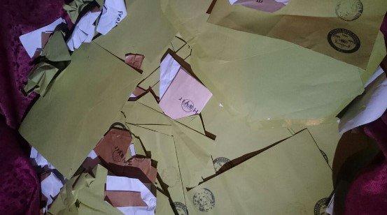Urfa'da inşaattan yırtılmış'Hayır' oyları çıktı!